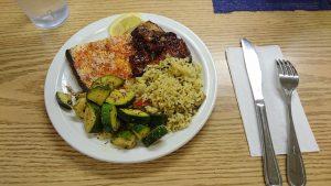 大皿満載の料理